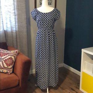NWOT Chevron print maxi dress